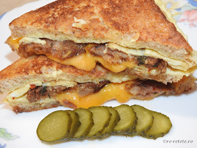 Reteta sandwich rapid cu omleta impaturita kaizer si cascaval retete culinare mancare gustare mic dejun,