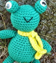 http://translate.google.es/translate?hl=es&sl=en&tl=es&u=http%3A%2F%2Fknitting-crocheting.knoji.com%2Ffree-amigurumi-crochet-pattern-frances-the-frog%2F