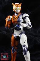 S.H. Figuarts Kamen Rider Valkyrie Rushing Cheetah 16