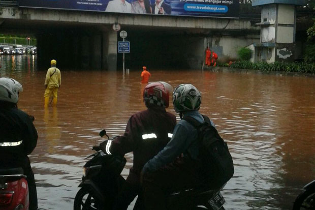 Biar Jakarta Banjir Diduga Kabel Rumah Pompa Dipotong, Netizen: Upaya Menjatuhkan Anies