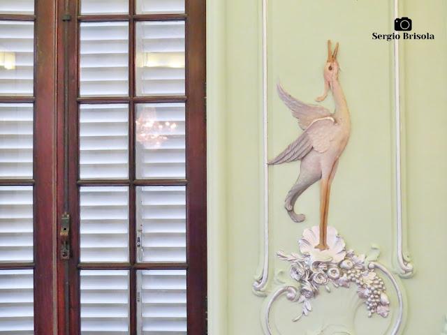 Palacete Violeta (close-up de relevo da Sala dos Pássaros)