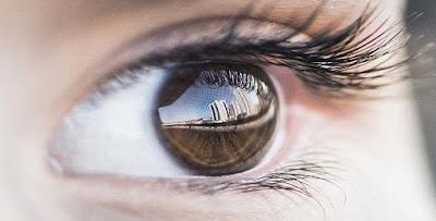 قصيدة في عينيك عنواني – فاروق جويدة