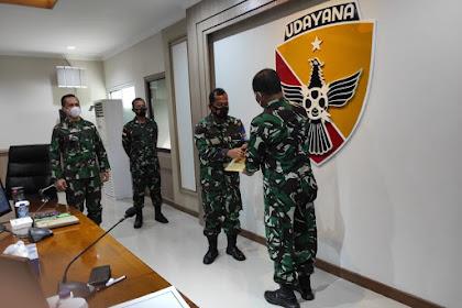 Danlanal Mataram terima PHA Kinerja Itjen TNI periode IV TA. 2020 dari Wairjen TNI