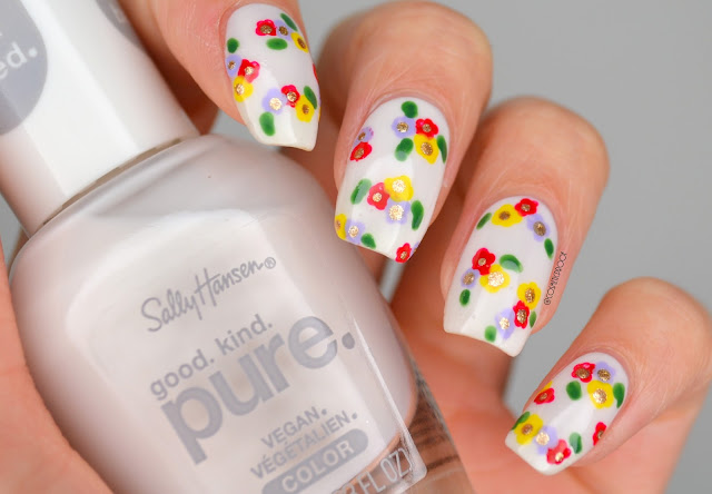 Delicate flower nail art design on nails
