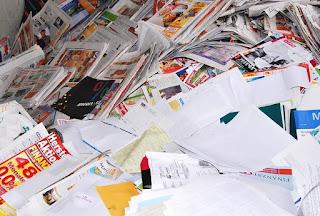 Limbah kertas untuk bahan baku