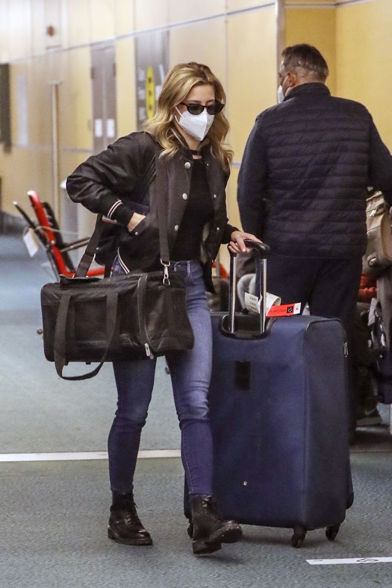 Lili Reinhart Arrives at Airport in Vancouver 19 Dec-2020