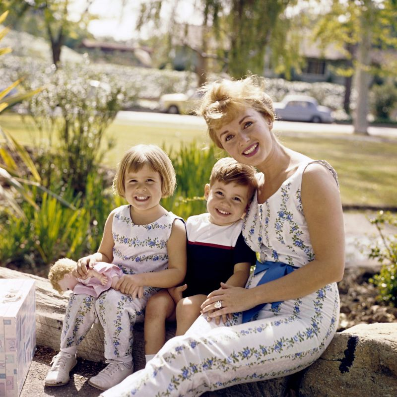 Lovely Photos of Debbie Reynolds With Her Children Todd Fisher and Carrie Fisher in 1961