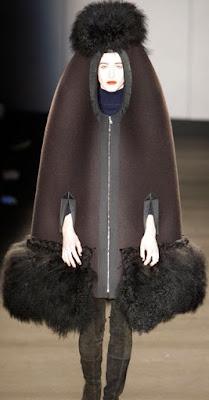 fashion that resembles a penis