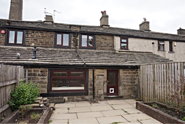 This Is Bradford Property - 2 bed terraced house for sale Back Lane, Bradford BD13