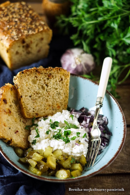 bialy ser, twarog, sniadanie, sos sojowy, chleb, przekaska, kolacja, jedzenie, bernika, kulinarny pamietnik