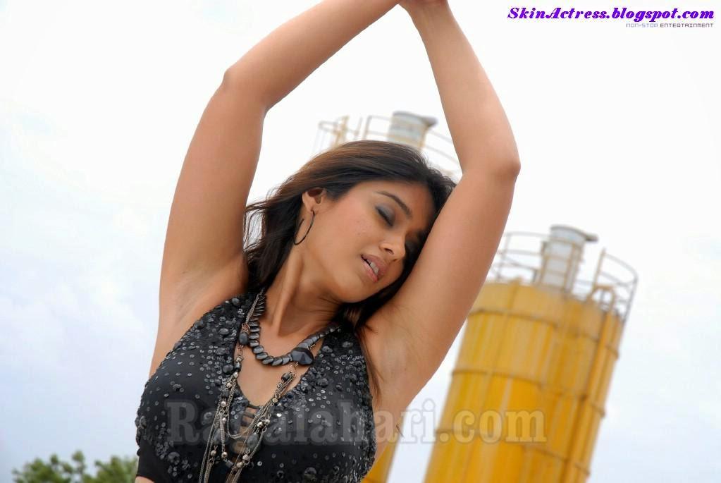 Skin Actress: Ileana D'cruz Showing Her Hot Armpits Pics