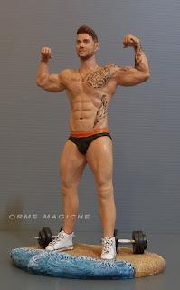 statuina personalizzata ragazzo tatuato palestra body building sposo cake topper orme magiche