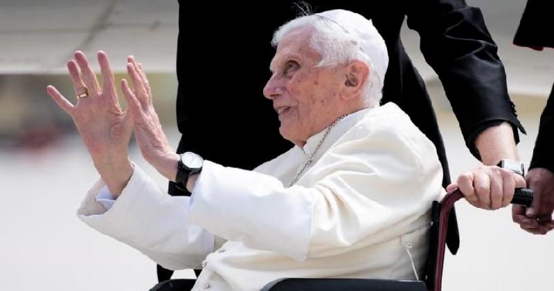 Benediktus Menegur Umat Katolik yang Masih Menyebut Dirinya Sri Paus
