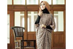 √ 29 Model Gamis Batik Pesta Modern Kekinian 2019