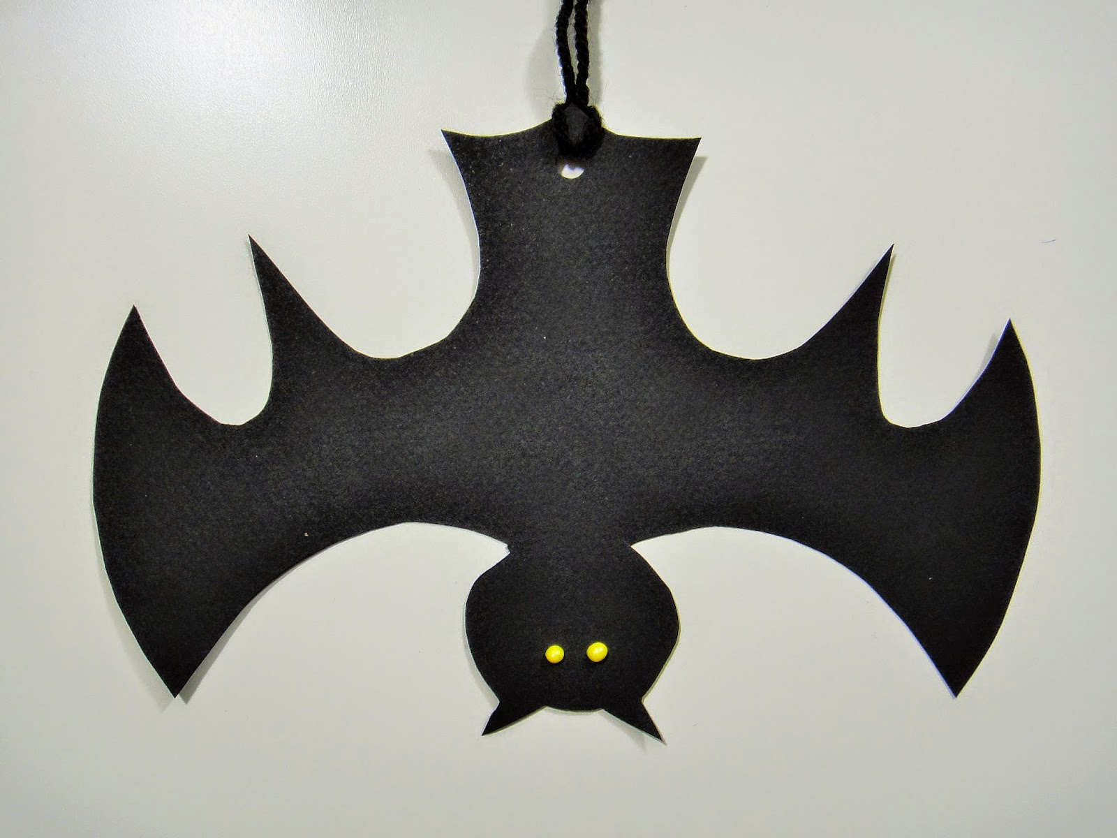 ines felix kreatives zum nachmachen halloween t rkranz mit flederm usen. Black Bedroom Furniture Sets. Home Design Ideas