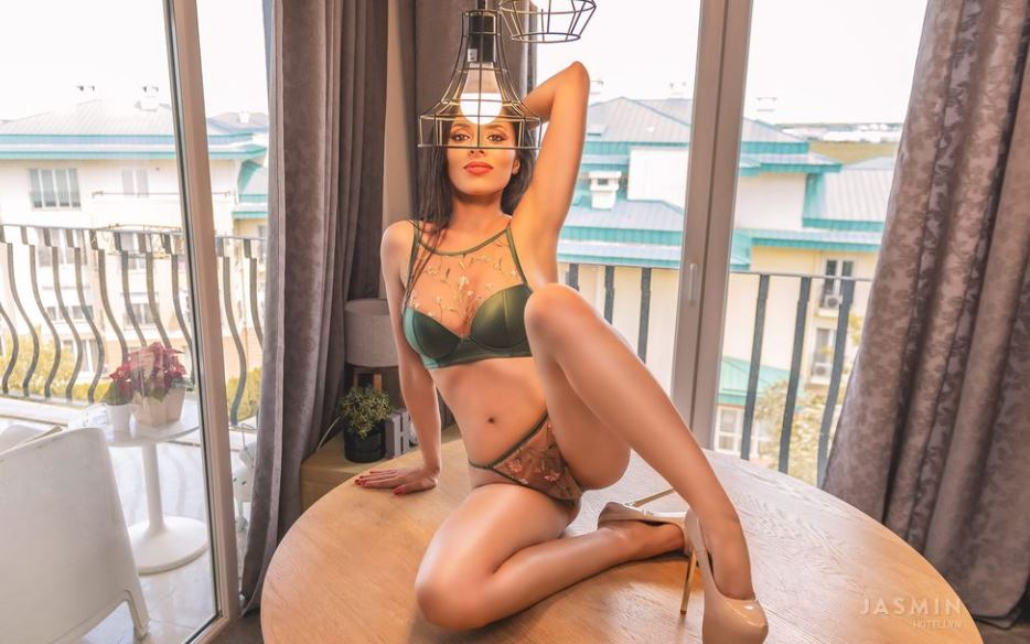 https://www.glamourcams.live/chat/hotellyn