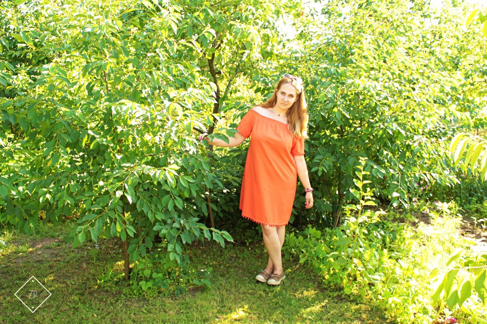 mandarynkowa sukienka shirtowa bonprix, espadryle w panterkę