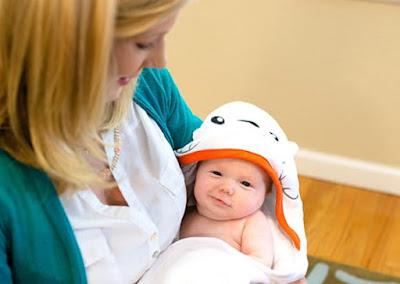Otteroo Cradling Baby Towel