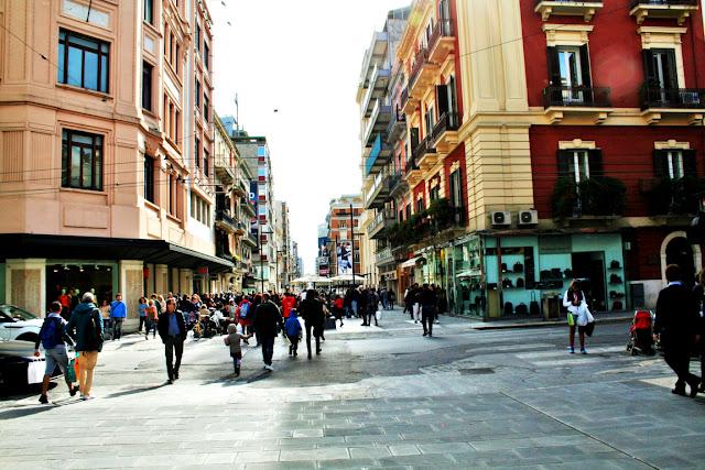 cento, città, cittadini, persone, negozi, palazzi, strada