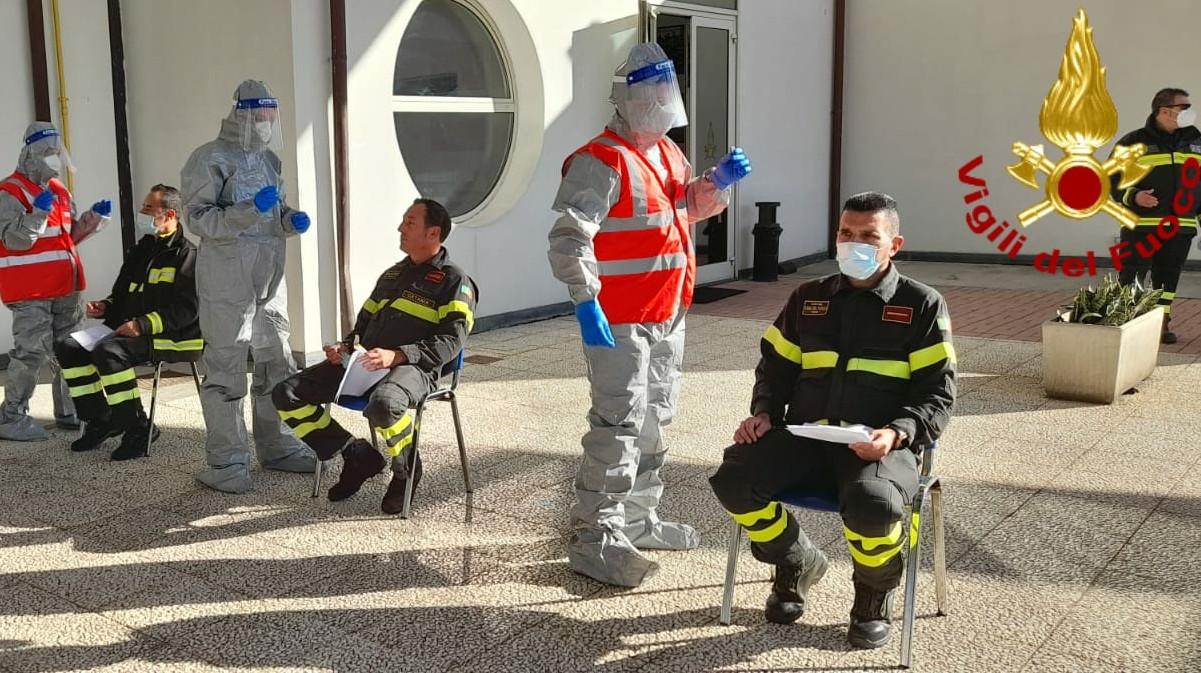Tamponi antigienici rapidi agli allievi dei Vigili del Fuoco