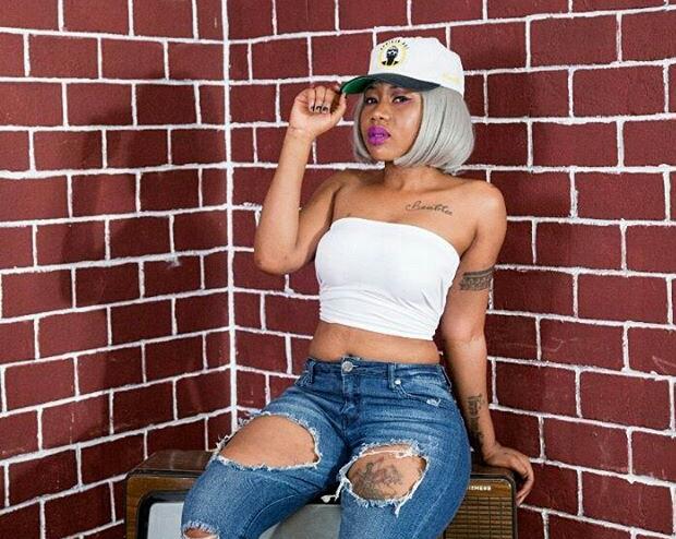 Young Dee Afunguka Kumsweka Rumande Amber Lulu Kisa Picha za Utupu (Video)