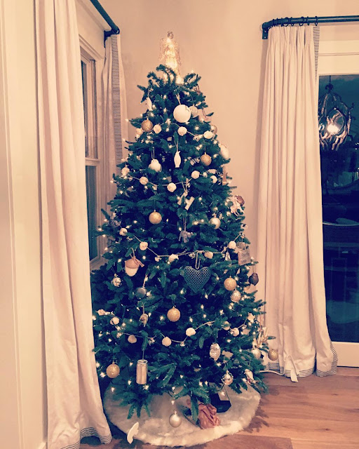 The Best Of Celebrity Christmas Trees @lucyhale - Cool Chic Style Fashion