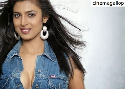 Hot Cleavage photos of Kasturi