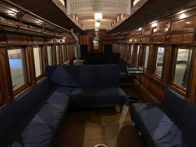 しづか号の客車内部