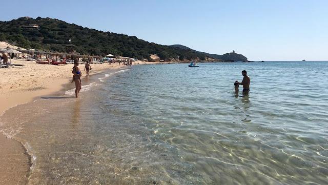 Un turista se lleva arena de una playa italiana y deberá pagar una multa de 1.200 dólares
