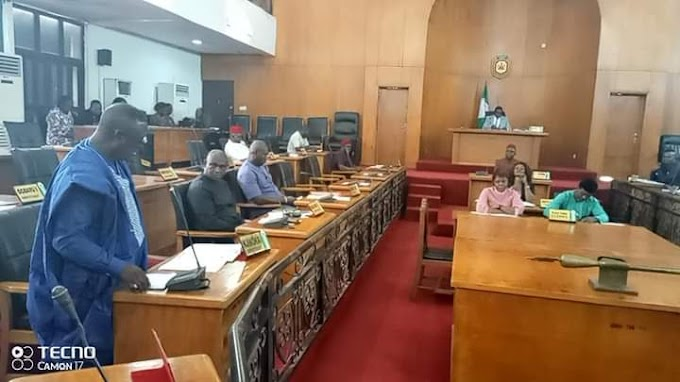 PLENARY: Anambra Lawmakers Announce Their Defection From APGA To APC