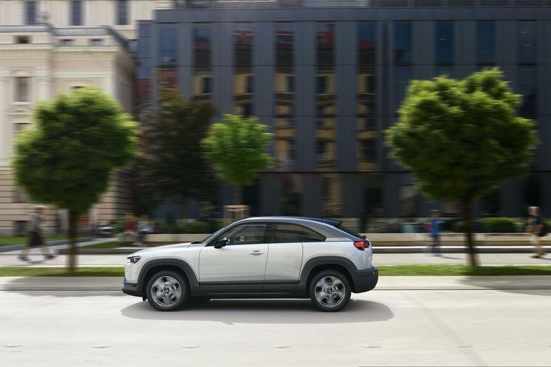 Xe điện Mazda MX-30 chính thức bán ra tại Nhật Bản, sẽ sớm xuất hiện tại những thị trường khác