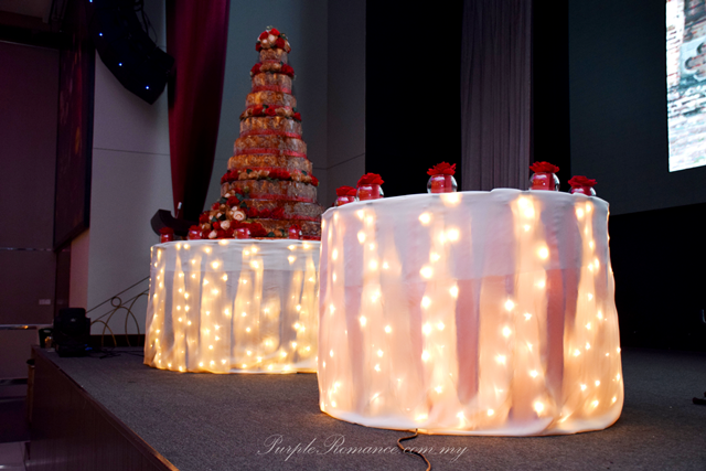 cake cutting table with fairy lights