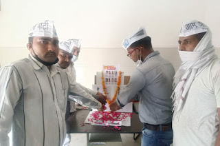 Aam Aadmi Party paid homage to the martyred policemen in Kanpur