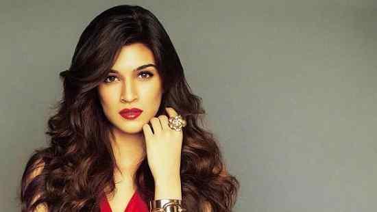 Artis Bollywood India Paling Cantik Kriti Sanon