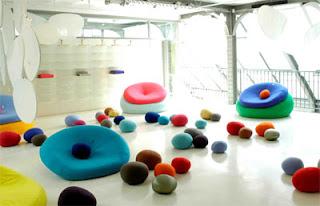 diseño de espacios muy creativos con puffs