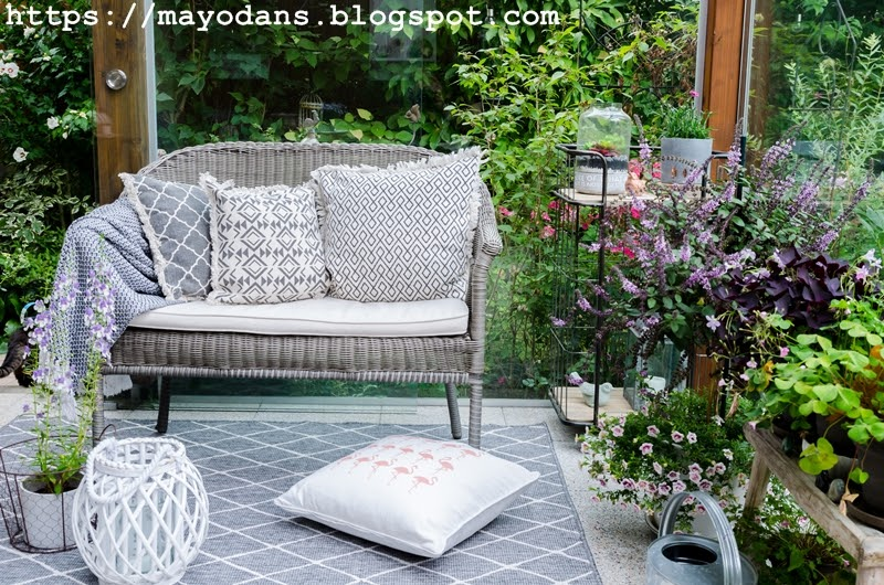 sommerdeko im wintergarten bzw auf der terrasse und ein diy f r lampions mit blumen mayodans. Black Bedroom Furniture Sets. Home Design Ideas