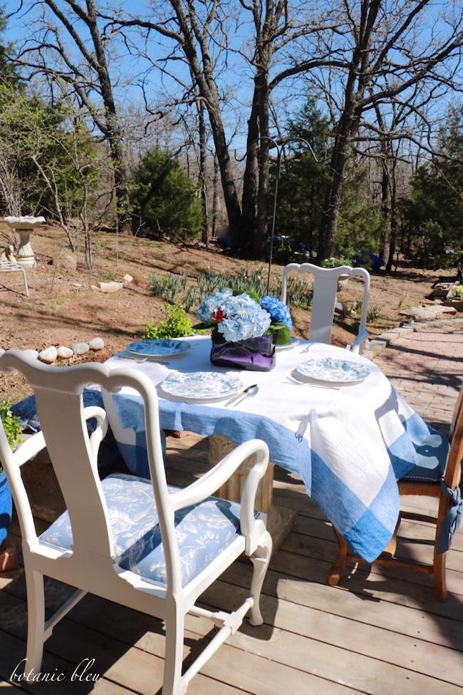 blue-white-table-setting-spring-garden-party