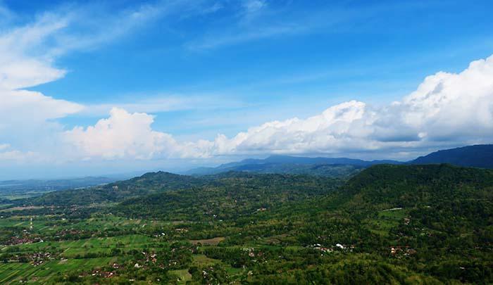 Pegunungan Selatan Dilihat dari Selo Langit (Watu Payung)