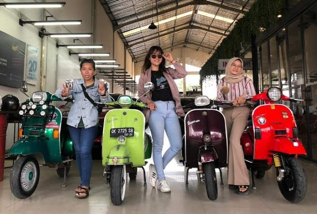 Ladies Scoot Bali