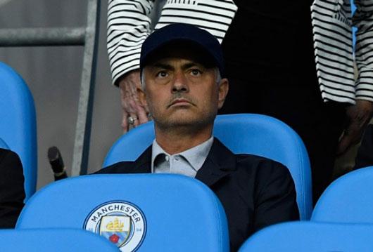 BẢN TIN SÁNG 23/8: Mourinho phá bỏ luật thời Sir Alex