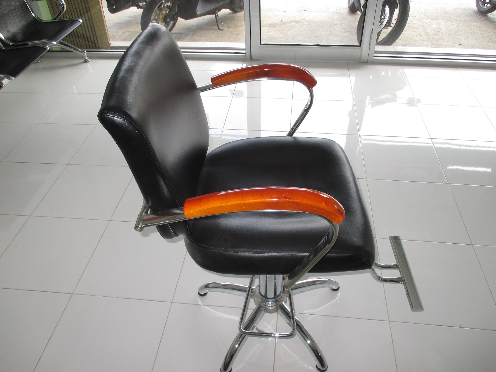 229. kursi barber hidrolik 2. LANGSUNG SIAP UNTUK MEMBUKA BARBERSHOP POTONG  RAMBUT  SALON 087739076675. Isi Paket ... 964345e582