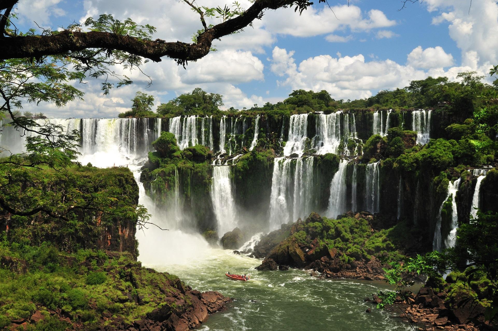 Водопад в парке Игуасу в Аргентине