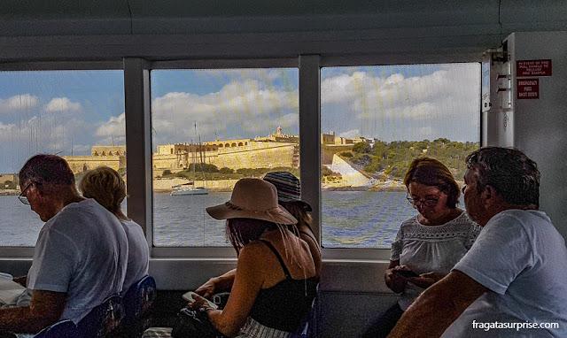 Ferry que faz a travessia Sliema-Valeta, em Malta
