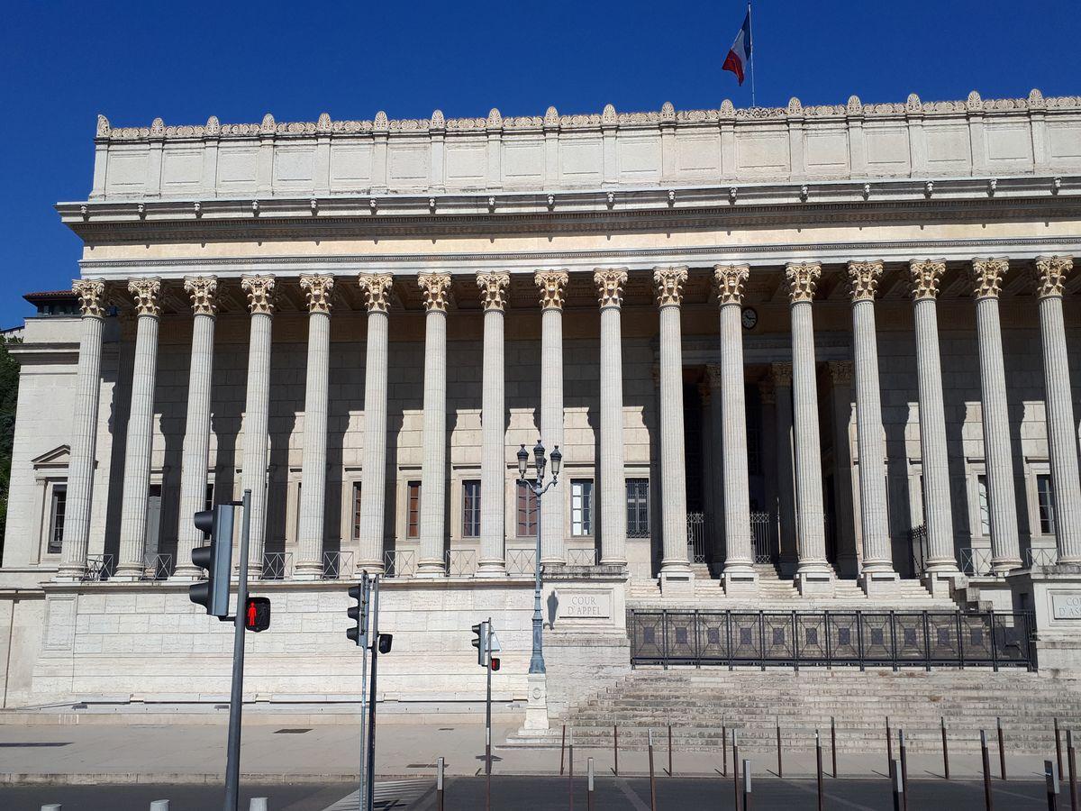 palais justice lyon 24 colonnes