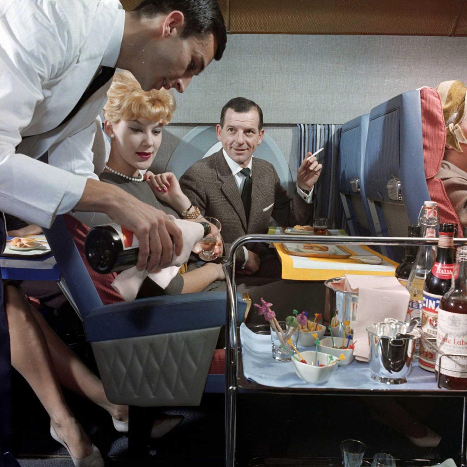 Os passageiros receberam álcool ilimitado.