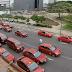 Avenida Segunda continua colapsada por taxis rojos