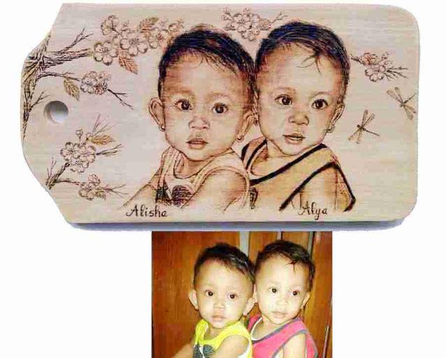 Si Kembar Cantik dan Imut, Alisha dan Alya Dalam Lukisan Pirografi