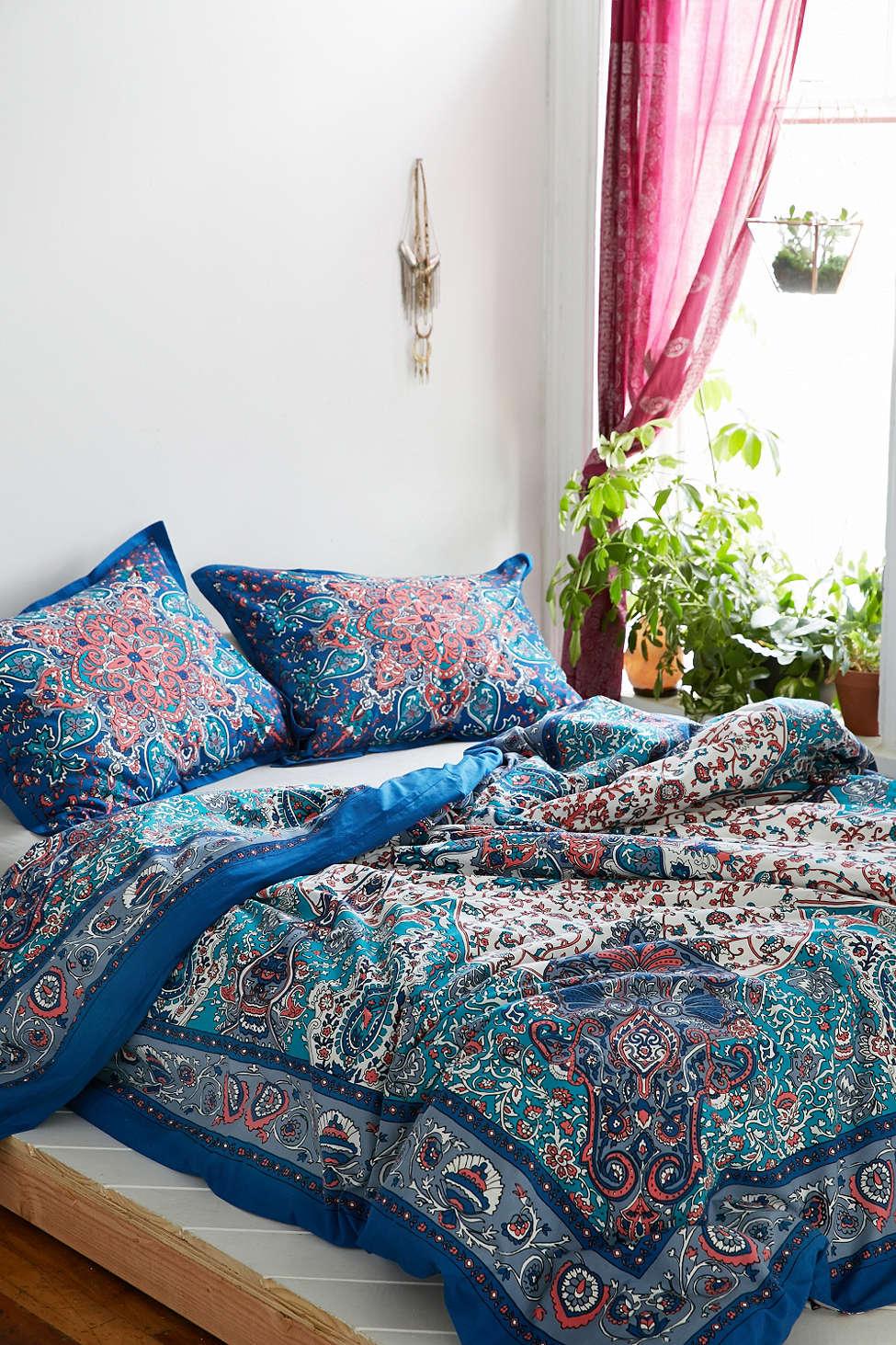 brandylovesvintage beddings via urban outfitters. Black Bedroom Furniture Sets. Home Design Ideas