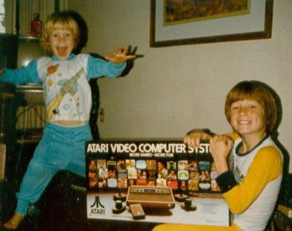 La alegría de abrir una consola en los ochenta y noventa si que era digno de inmortalizar