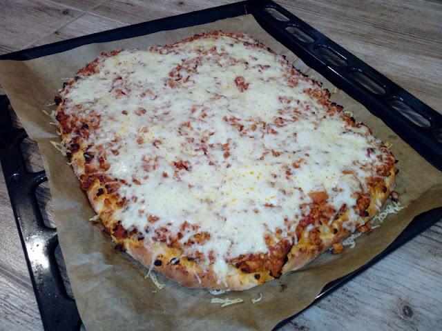 pizza z miesem mielonym pizza bologneze pizza z sosem miesnym z sosem spaghetti pizza na drozdzowym ciescie pizza na grubym ciescie